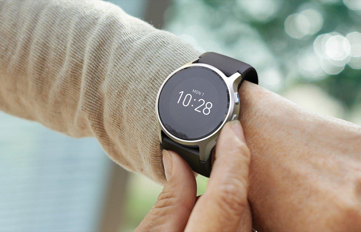 Часы для измерения давления и пульса у пожилых людей: обзор моделей с примерами