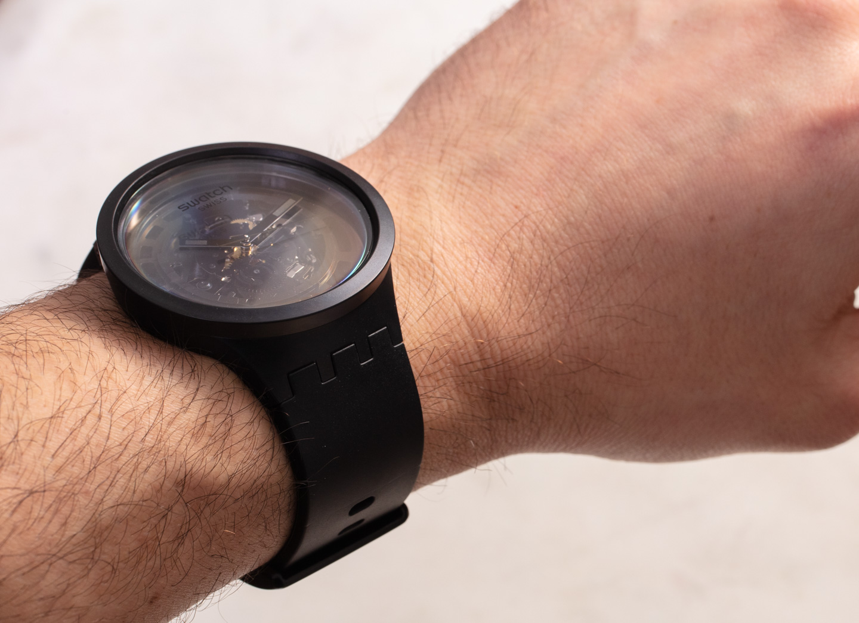 Интересная модель часов Swatch Big Bold из биокерамики C-Black