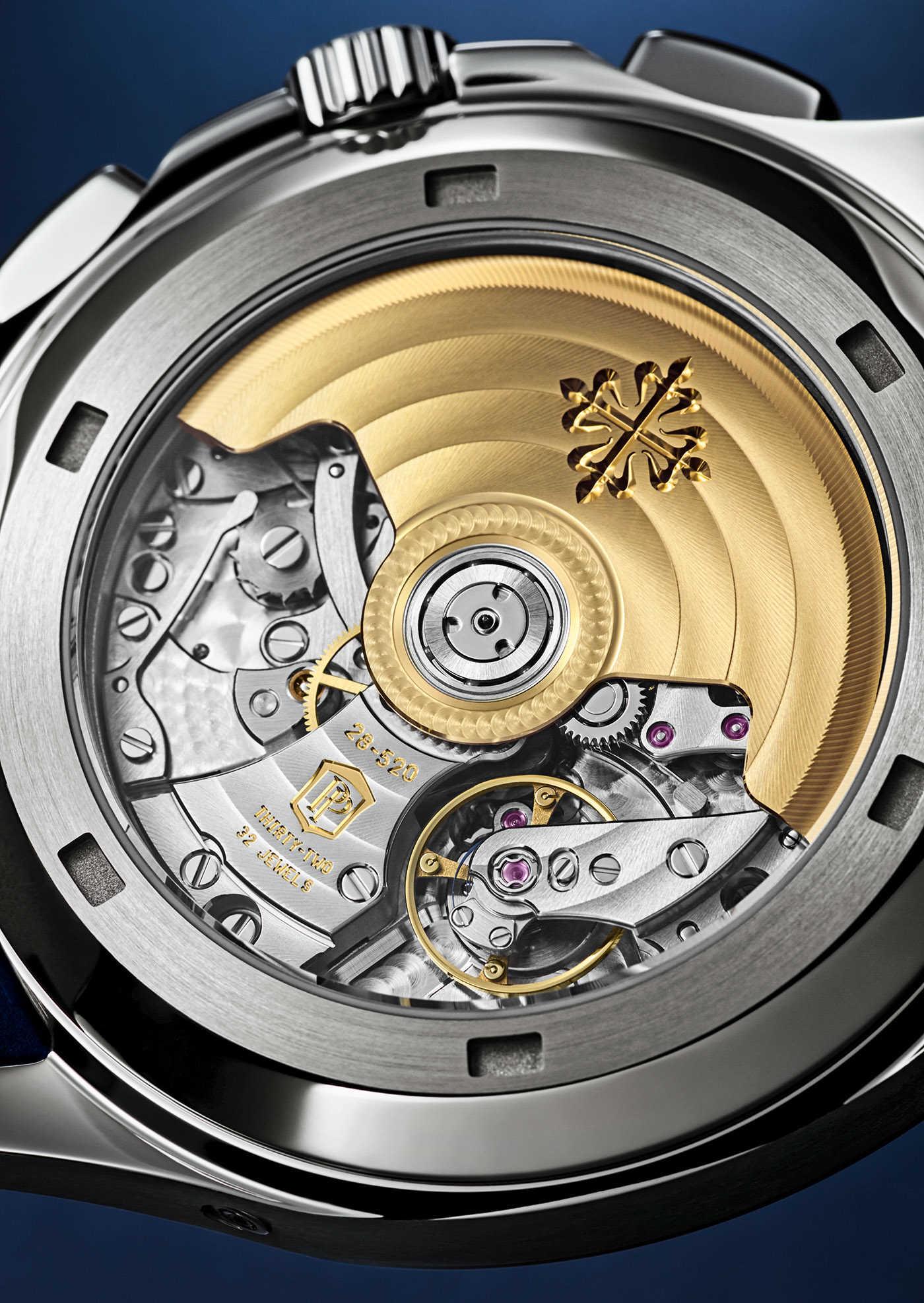 Patek Philippe представляет первые в истории часы-хронограф Aquanaut из белого золота