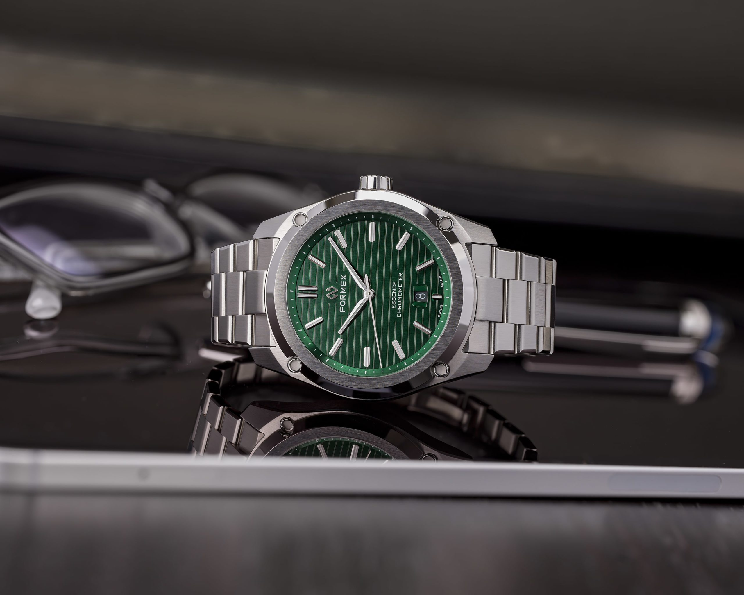 Essence FortyThree - новый зеленый циферблат