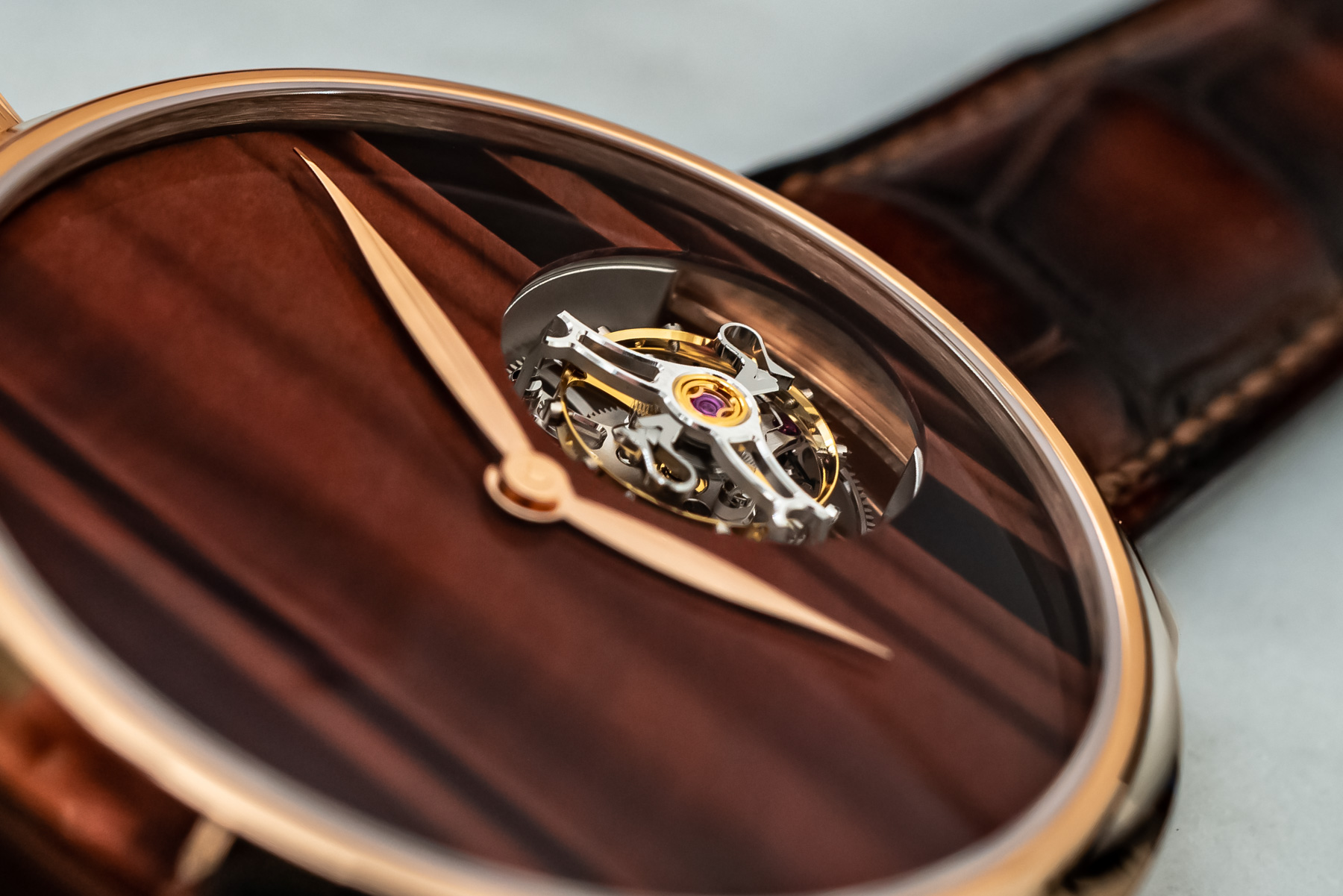 Лимитированные часы: H. Moser & Cie Endeavour Tourbillon Concept Tiger's Eye