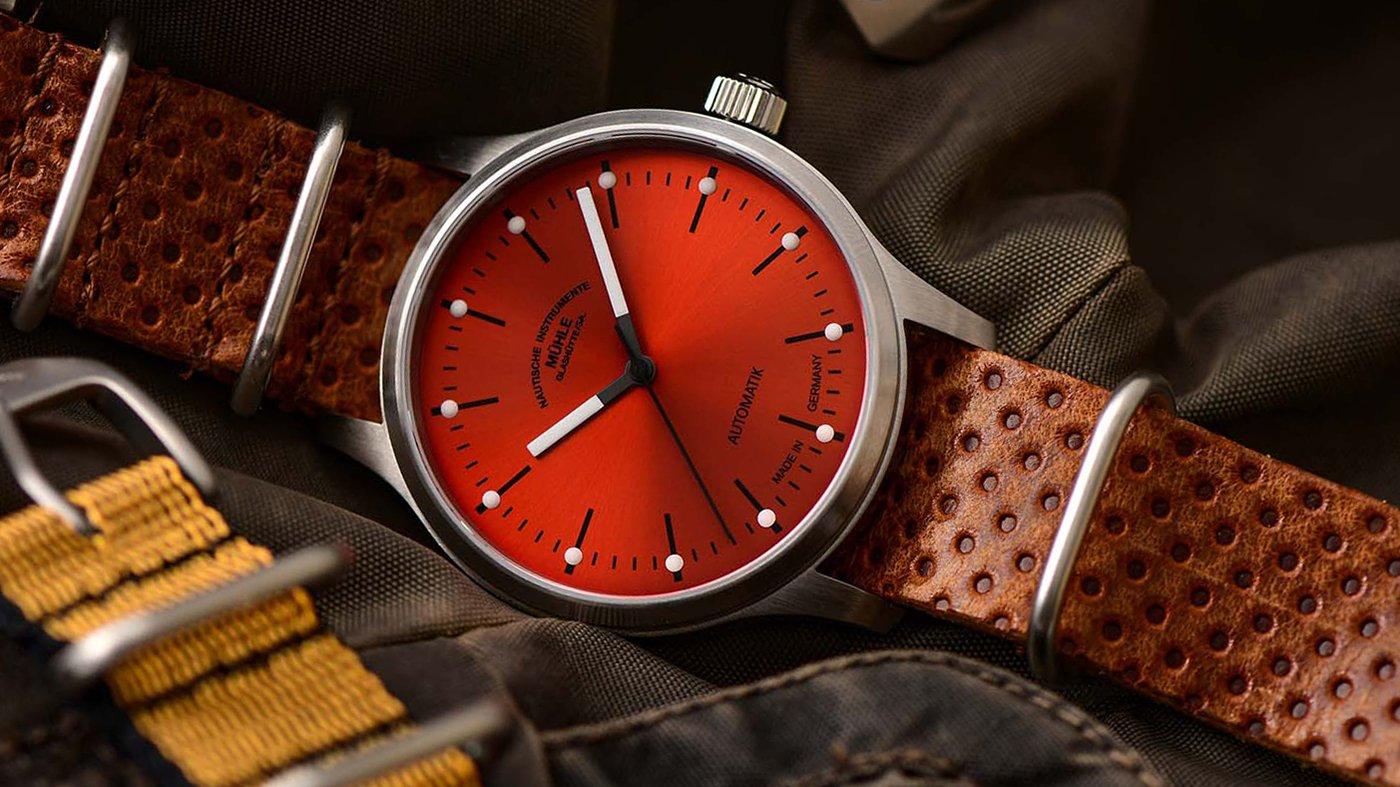 Mühle Glashütte представляет красные часы Panova
