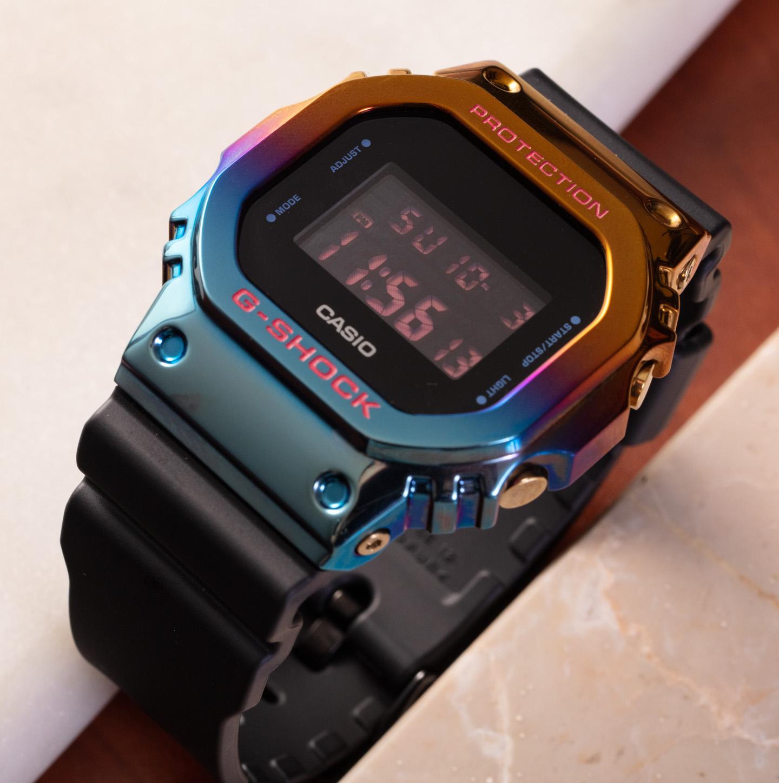 Стильные радужные часы Casio G-Shock GM5600SN-1